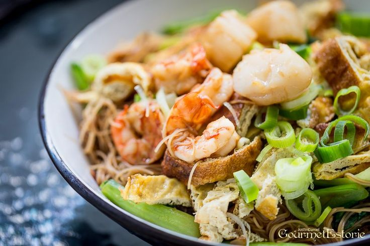 """Somehow, I simply love to cook Beehoon. The strands of rice vermicelli are such a creative ingredient in absorbing all sorts of flavour. Couple that with a strong degree of seafood sweetness and umami richness, and what you get is perhaps a salivating portion of beehoon that will keep you going back for more. I … Continue reading """"My Seafood Beehoon Recipe"""""""