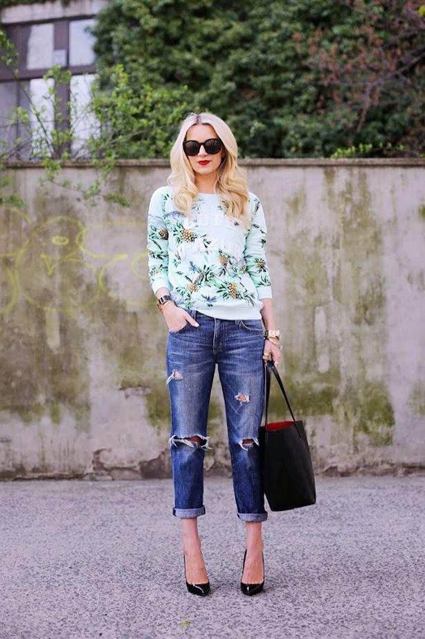 Printed Sweatshirt + Bold Sunglasses is always BBQ appropriate! // #fashion #style #MemorialDay