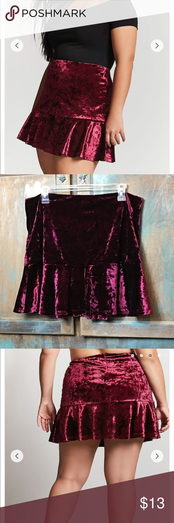 🖤NWT Forever 21+ Velvet Skirt🖤 Brand new never worn with tags plus size velvet skirt! Super soft and silky on the inside has a little stretch and a zipper in the back, very sexy and perfect for a Christmas date! No holes or damages! Perfect Christmas Present!🎅🏼🎄 Forever 21 Skirts Mini
