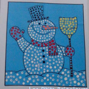Teken of zoek een kleurplaat van een sneeuwman en laat de kinderen deze stempelen met oorstokjes Kleuters