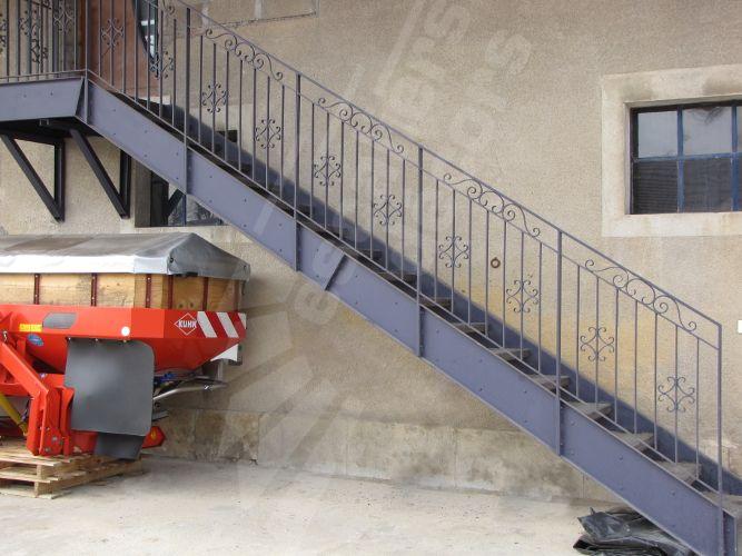 Photo dt82 esca 39 droit avec palier d 39 arriv e escalier for Escalier en metal pour exterieur