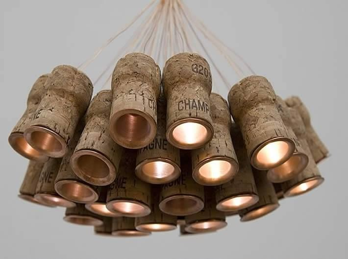 Lamp made of wine corks / Lampe aus Weinkorken #Upcycling / Source: The Glasgow F.L.E.A at Facebook