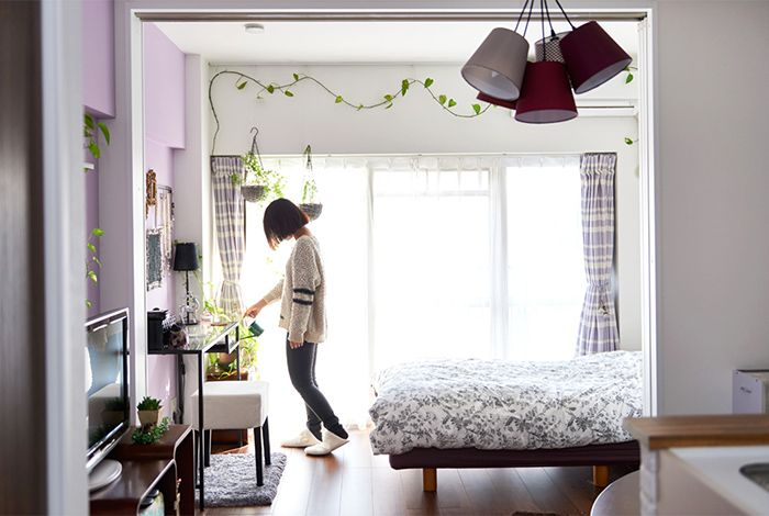 應該很多女性都對「My Home」有一定程度的渴望。比起「擁有不動產」的成就感,更多是有個完全屬於自己居所的安心感,以及可以全面決定佈置方式的主控權。 來看看位於東京大田區,買下小坪數工作室型格局公寓的女性,如何將32平方米的空間,改裝成符合自己理想與氣質的夢想窩吧!  先確認「理想的居家生活」是? 下定決心買下建築齡44年的中古公寓並進行改裝之時,屋主A小姐就已經決定好,自己對…