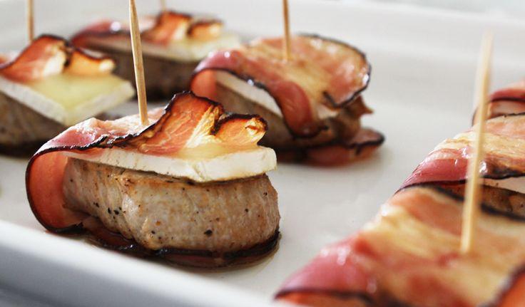 Als je een keer wat 'luxer' wilt koken is dit een heel mooi gerecht. Of, je maakt ze in het klein en serveert ze als tapas.Wij zijn er gek op en eten dit heel regelmatig 🙂 Dit heb je nodig (1 persoon) 75 gr varkenshaas 30 gr roombrie 20 gr katenspek Zo maak je het …