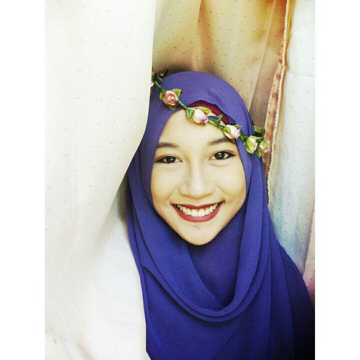 hijab romantic vintage look with flowercrown