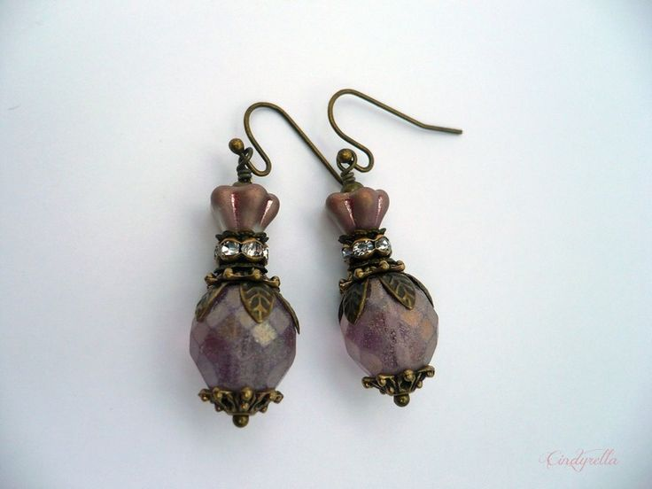 Cacharel - paarse oorbellen van CindyrellaJewels op DaWanda.com