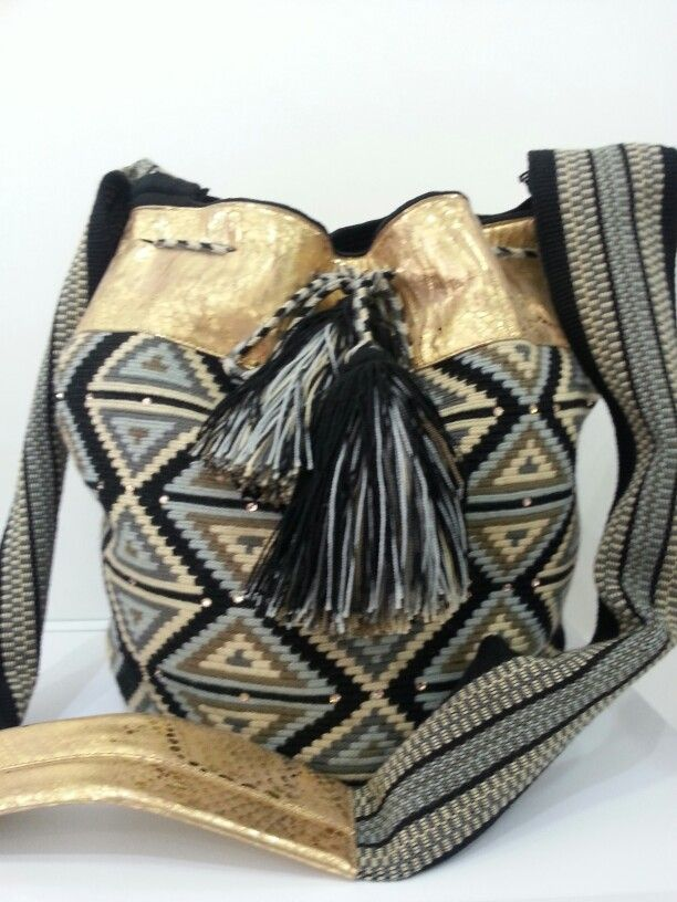 #WAYUU #HANDMADE #MOCHILA #LEATHER #BLACK #GOLD #SWAROVSKY #FASHION #ETHNIC