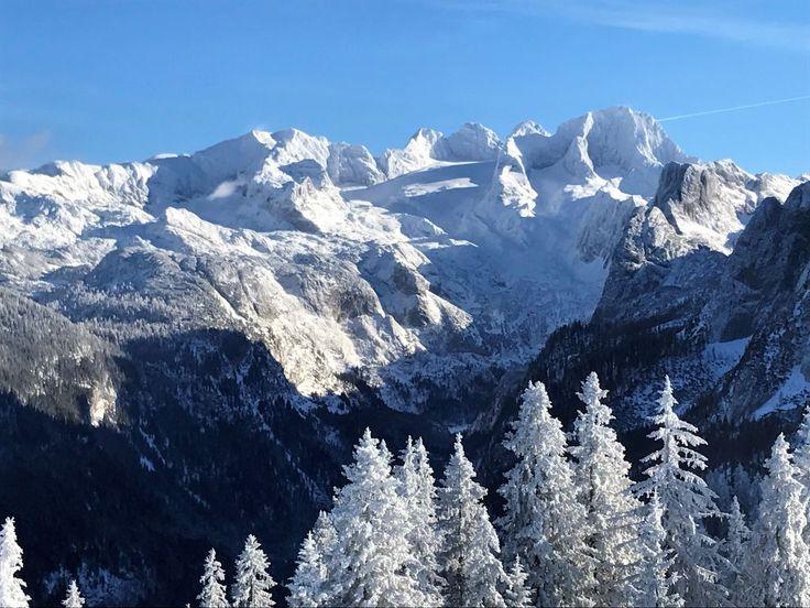 Schneestapfen rund um das Feuerkögerl und der Dachstein immer im Blick!