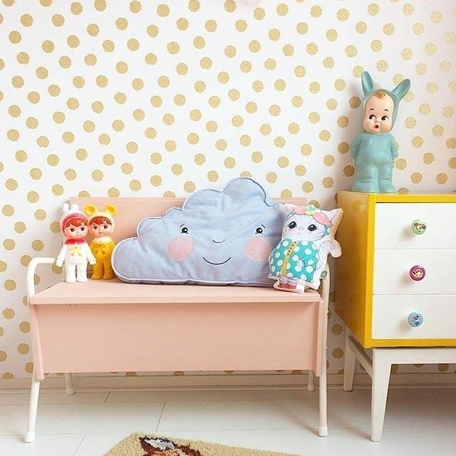 Polkadots and retro furniture.. Isn't it à great combination ? And the bunnydoll lamp from @raggedyeve webshop is pretty cool too ! Styling by @tikkieretro #kidsinteriors_com - - - - #kidsinteriors #kidsinterior #kidsroom #childrensroom #kinderkamer #kinderzimmer #chambreenfant #barnrum #barnrumsinspo #barnerom #kidsdecor #decorforkids #kidsdesign #kidsroominspo #childrensdecor #retrofurniture #kidsfurniture