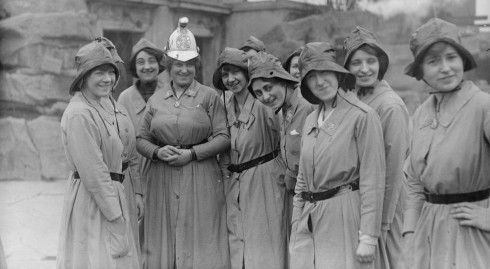 a brigada de mujeres bombero en 1916 / Tropical Press Agency