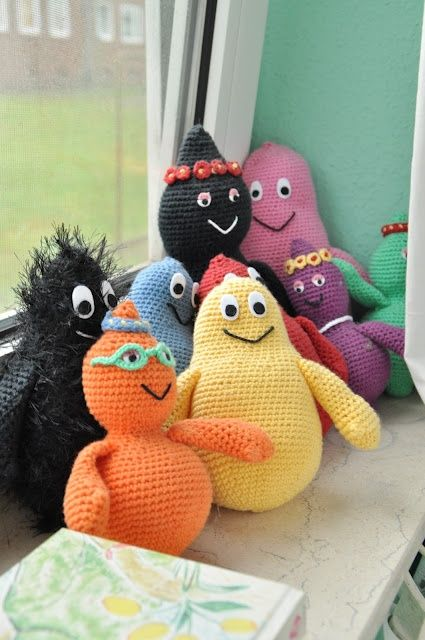 Who doesn't adore Barbapapa? I think it is a fantastic idea to crochet the whole family.