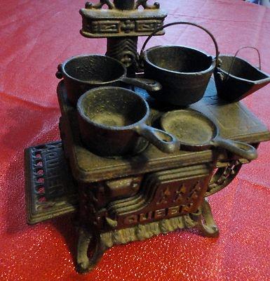 Vintage Queen Mini Wrought Cast Iron Stove Pots Pan Handle Ash Bucket Skillet