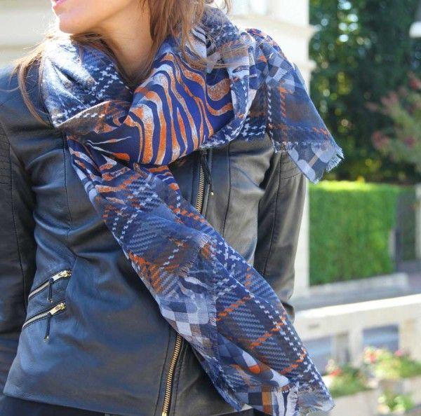Stessa sciarpa, due look differenti!