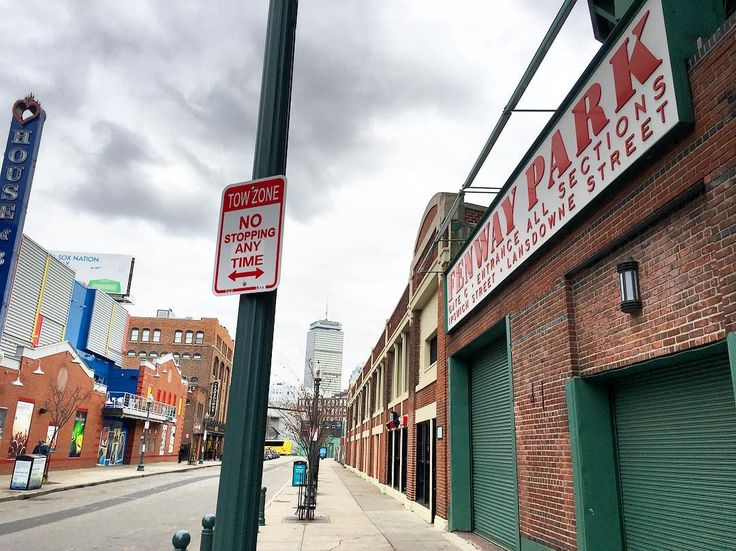 Fenway Park. Boston MA. SIDE NOTE: Even though Im a @dodgers fan I have to say it was an incredible honor to visit such a historical ballpark. Construction for Fenway started in 1911 and opened to the public in 1912...making it over 100 years old and the oldest ballpark in baseball! . . . #boston #massachusetts #cityviews #fenwaypark #bostonredsox #redsox #sports #baseball #yankees #dodgers #baberuth #rogerclemens #mlb #dodgers #astros #worldseries #wanderlust #travelblog #travelblogger…