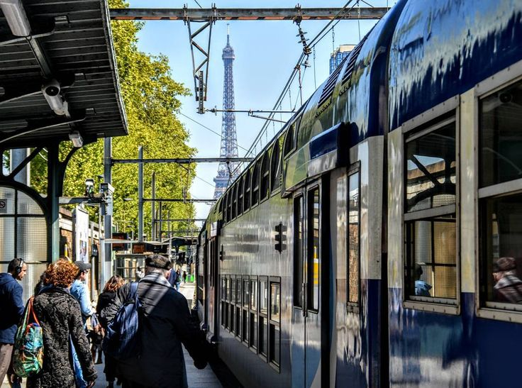 La C #ratp #toureiffel #eiffeltower #paris #photography #streetphotography #maville #javel #sky #skycolors�� #trainstation #train #rer #sncf @ratp http://tipsrazzi.com/ipost/1505986510913909524/?code=BTmVsCrjbMU