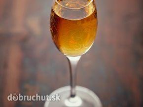 Škoricový likér -  Polovicu pomaranča odšťavíme. Do prázdnej fľaše nalejeme pomarančovú šťavu, pridáme škoricu a hnedý cukor. Všetko...