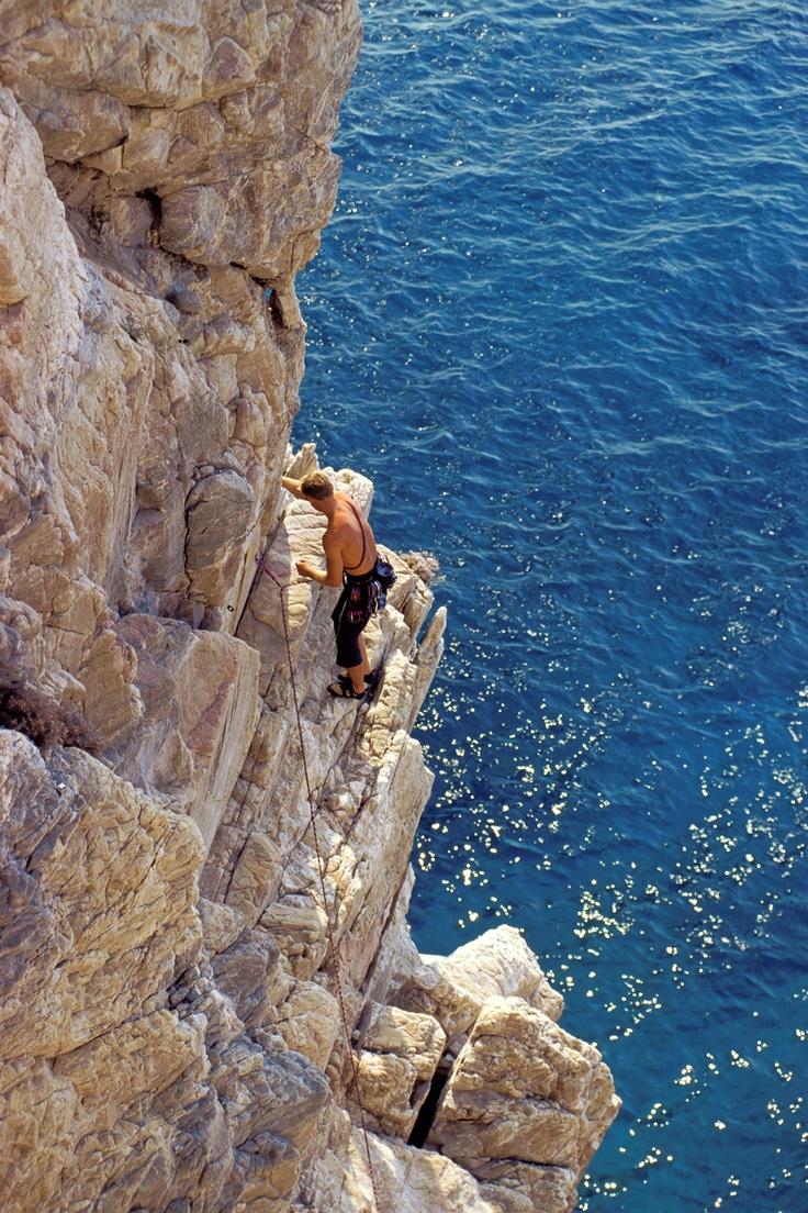 Free climbing a Capo Noli, Savona, Liguria - © Silvio Massolo, Province of Savona, Liguria region Italy