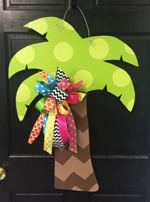 Simple and classy, this wooden palm tree door hanger would be a great way to welcome friends and family!  Made of 1/4 plywood. Painted with outdoor quality paint. Painted black on the back for that polished look.  32 tall x 24 wide
