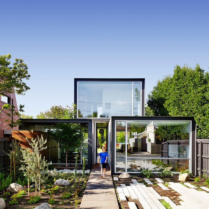 "Austin Maynard ""That House"" in Melbourne, broken plan living in a visually opening form"