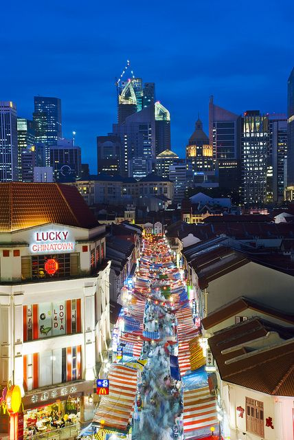 Explore Chinatown and treat yourself to sweet desserts or a spicy bowl of hot soup in Singapore.