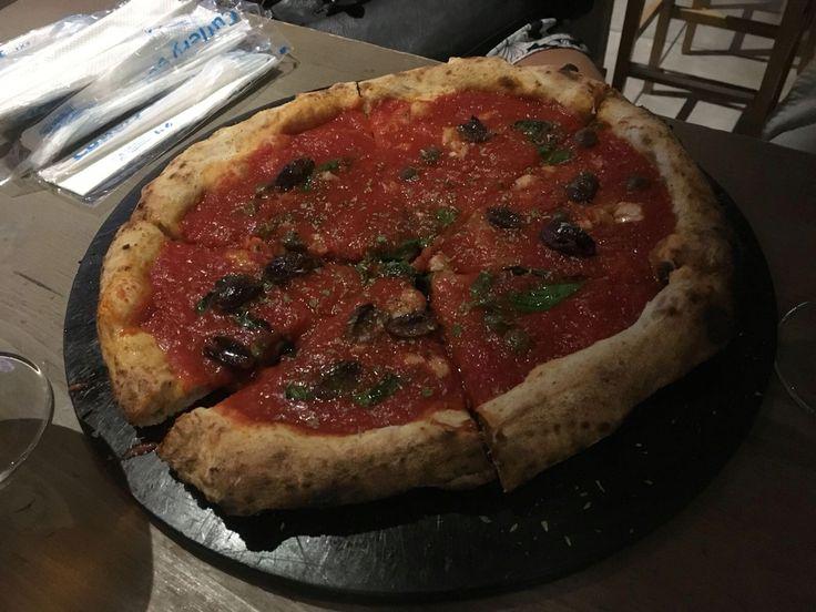 Pizza alla marinara Brutta ma buonissima Mercati generali Firenze