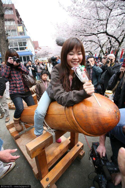 金山神社のかなまら祭り(神奈川・川崎) Kanamara Festival in Kanayama Shrine, Kawasaki ,Kanagawa, Japan  My parents went to a fertility festival in Japan while we lived there.kp