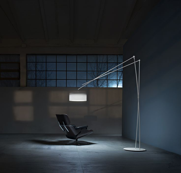 The new #Effimera floor lamp has a height adjustment mechanism discreetly hidden inside the structure, a clever detail that makes it particularly suitable as a living room and reading lamp #Prandina #lighting