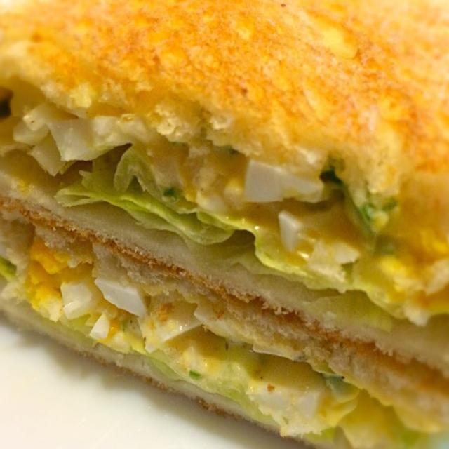 今朝はスタンダードな卵バージョンに玉ねぎ、ピーマン、レタスで変化を。 なかなかのサンドでした。 - 194件のもぐもぐ - お・は・よ・うサンド      たまご、レタス、玉ねぎ by mottomotto