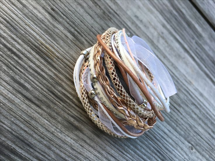 Wrap bracelet #diy #diyjewelry #diybracelet #handmade #handmadejewelry #kidsjewelry #kindersieraden #chunkpalace #fashion #creatief #creative #creatieveworkshops #workshop #workshops #fashion #ibizastyle #ibizajewelry #boho #bohostyle #bohojewelry #bohemian #bohemianstyle #bohemianjewelry