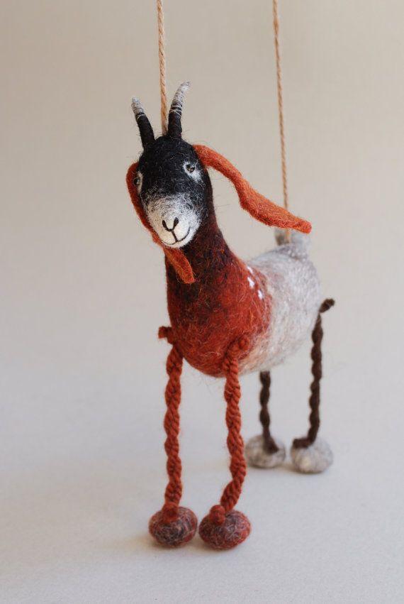 Sibella vilt geit. Vilten speelgoed kunst door TwoSadDonkeys