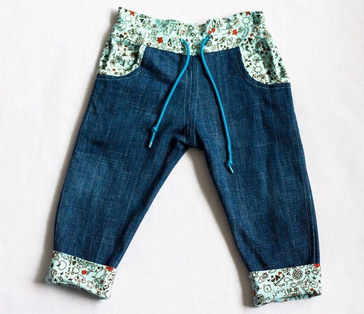Stoere handgemaakte broek met vrolijke details
