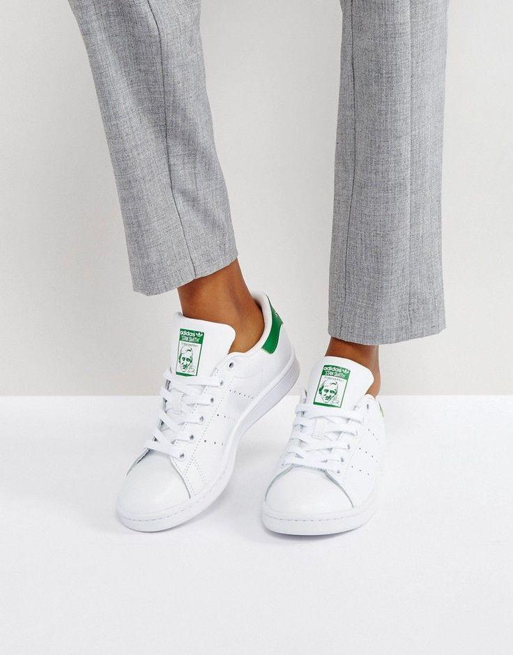 ¡Cómpralo ya!. Zapatillas de deporte unisex en blanco y verde Stan Smith de adidas Originals. Zapatillas de deporte de Adidas, Exterior de cuero mate, Cierre de cordones, Marca en la lengüeta y en la abertura, Acolchados para mayor comodidad, Diseño de tres rayas perforadas, Suela gruesa, Dibujo moldeado, Tratar con protector para cuero, 50% otros materiales. Exterior: 50% cuero auténtico, Estilo unisex. Con una historia que se remonta a hace más de 60 años, adidas se inspira en la cul...