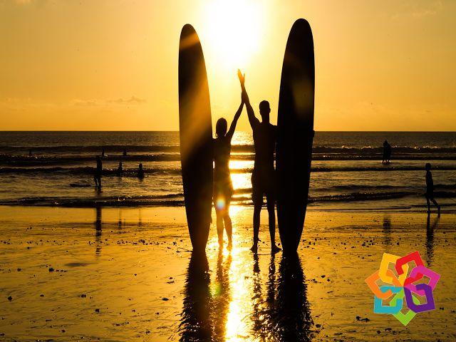 """MICHOACÁN MÁGICO ¿Le gusta el Surfing? Con corrientes violentas y olas grandes, la playa de La Ticla es la indicada para practicar el deporte del surf. Desde los años 60's, estas playas han atraído a los amantes de este deporte en busca de """"la ola más grande de América"""". HOTEL VELAMEN http://www.valmenhotel.com.mx/"""