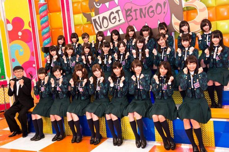 「NOGIBINGO!3」番組セットに集合した乃木坂46とイジリー岡田。