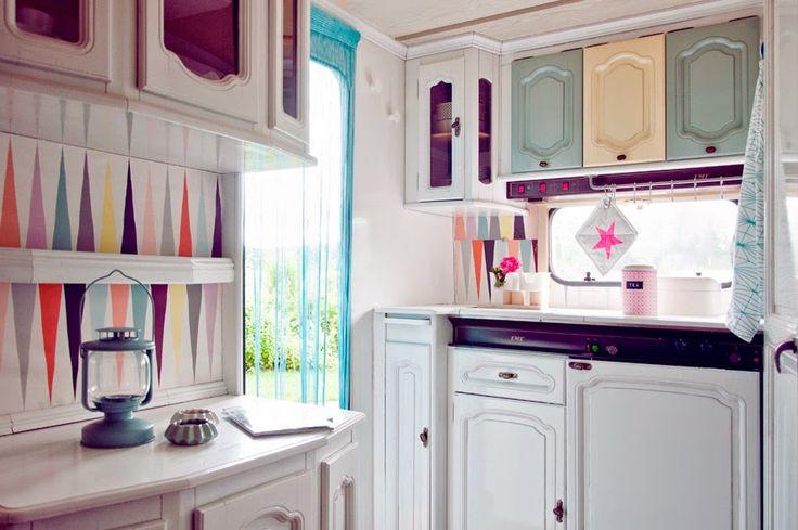 die besten 25 camper renovieren ideen auf pinterest camper innen wohnwagenrenovierung und. Black Bedroom Furniture Sets. Home Design Ideas