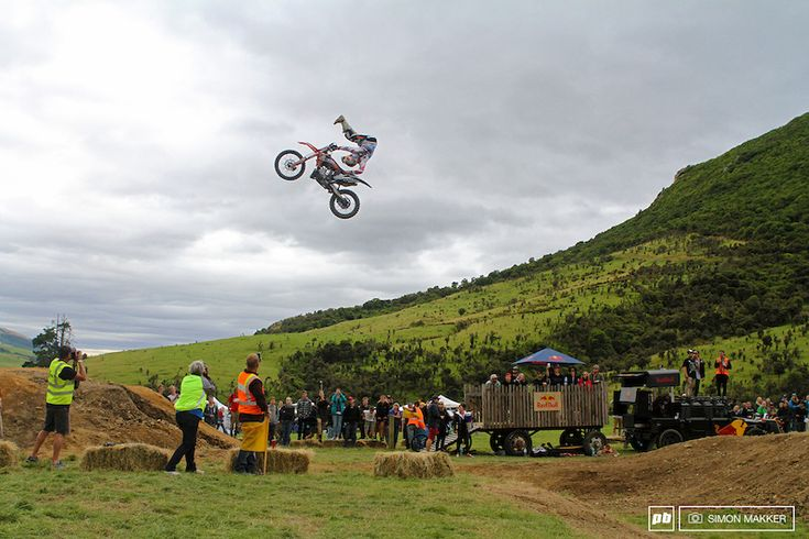 FMX superstar, Lexi Sherwood show the crowd how it's done #farmjam