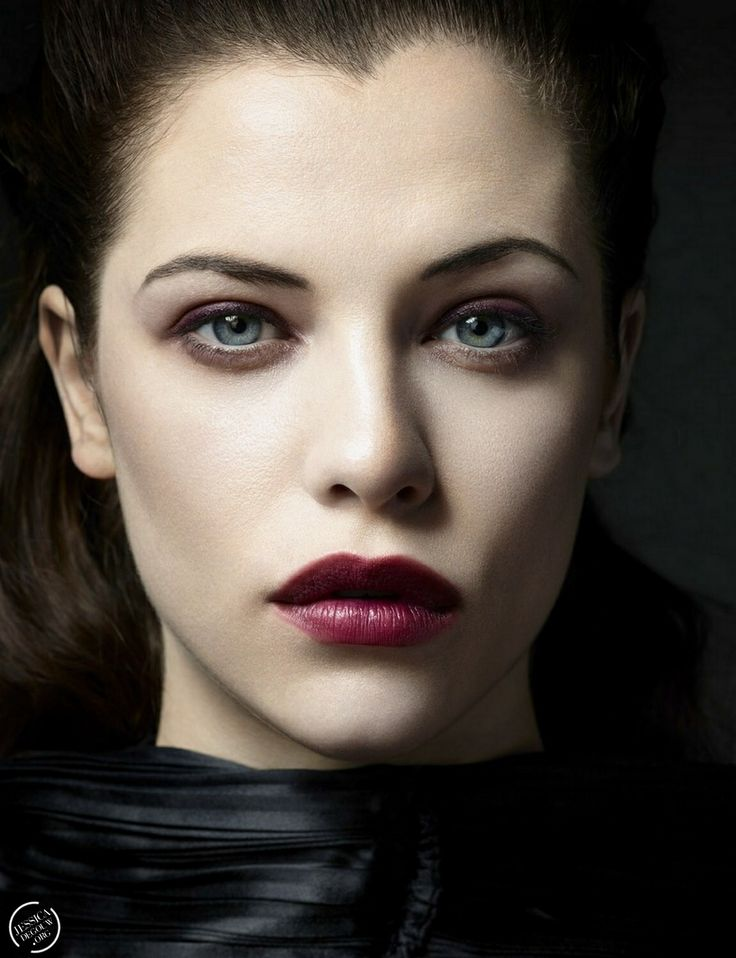 Jessica De Gouw is so flawless omg