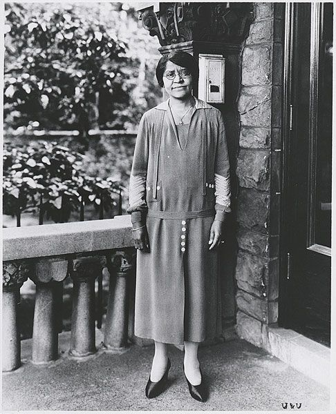 Annie Turnbo Malone (1869–1957) A chemist and entrepreneur, Annie Turnbo Malone became a millionaire by successfully developing and marketing hair products for black women in St. Louis. She used her wealth to promote the advancement of African Americans and gave away most of her money to charity.