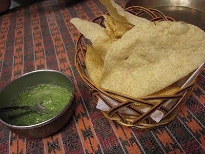 Koriander Chutney. Een lekkere chutney uit India; wordt vaak gegeten met papadums. Als smaakmaker voor uw belegde broodjes is het ook overheerlijk.