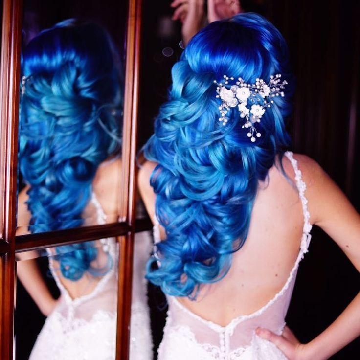 Shocking blue 💙💙