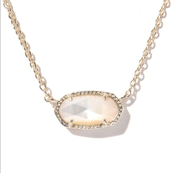 Kendra Scott Elise Gold chained  Pendant Necklace! Never Worn! Got it for birthday , but just never got around to wearing. Currently retailed for $50 on the Kendra Scott website ! So your getting a great deal! Happy Spring Cleaning Everyone also do not be afraid to make a reasonable offer Kendra Scott Jewelry Necklaces
