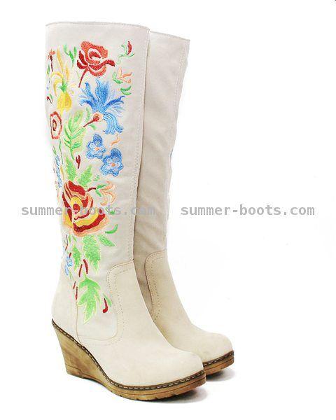 Брендовая европейская одежда и женская обувь из натуральной кожи и овчины/summer-boots.com Зимние сапоги на танкетке с вышивкой по щиколотку с натуральной овчиной