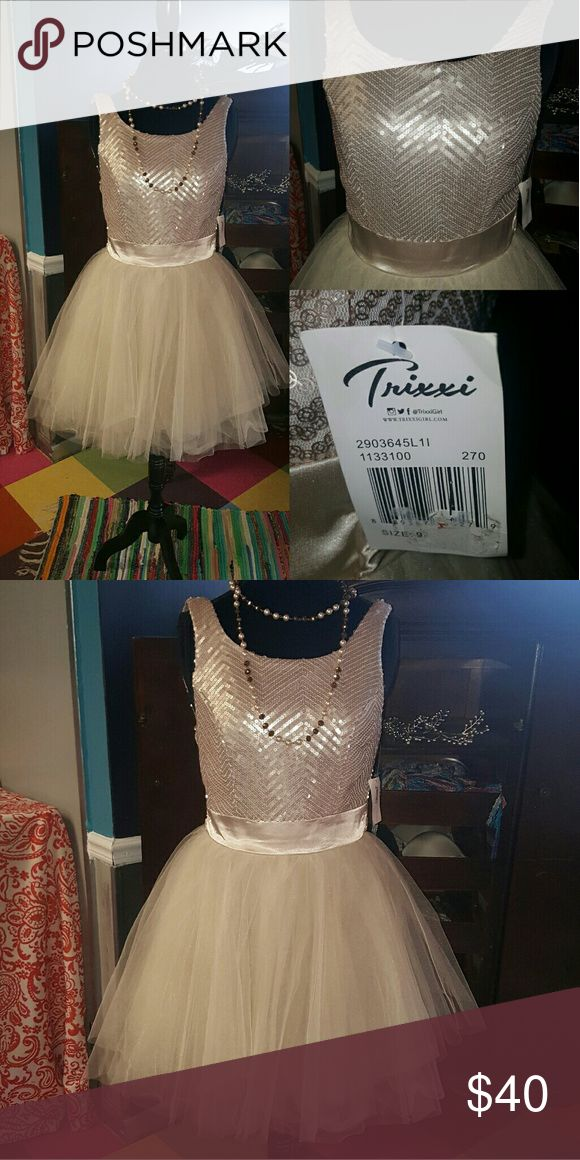 Trixxi Champagne Cocktail dress nwt Trixxi Champagne Cocktail dress with sequined fabric, satin tie and tulle. This dress is delicious! Everything you could want. Size 9 Trixxi Dresses Mini