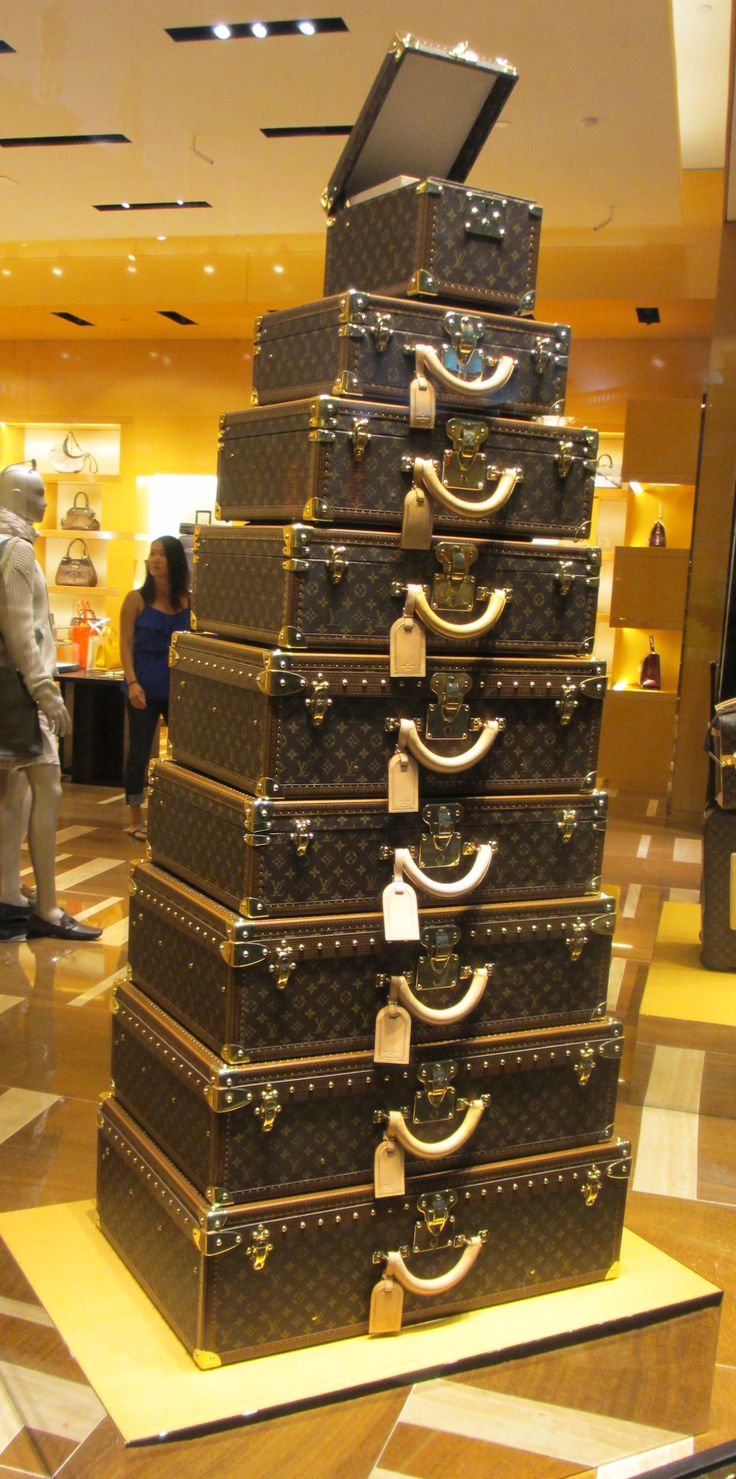 Las Vegas Louis Vuitton #pinadream My hubby is taking me here and buying me whatever I would like!