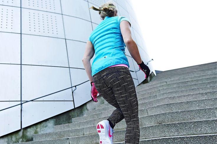 Träna i trappor och slå två flugor i en smäll – du tränar både kondition och styrka på samma gång. Vi visar hur du hoppar, springer, kryper och plankar dig i toppform i en vanlig trappa.