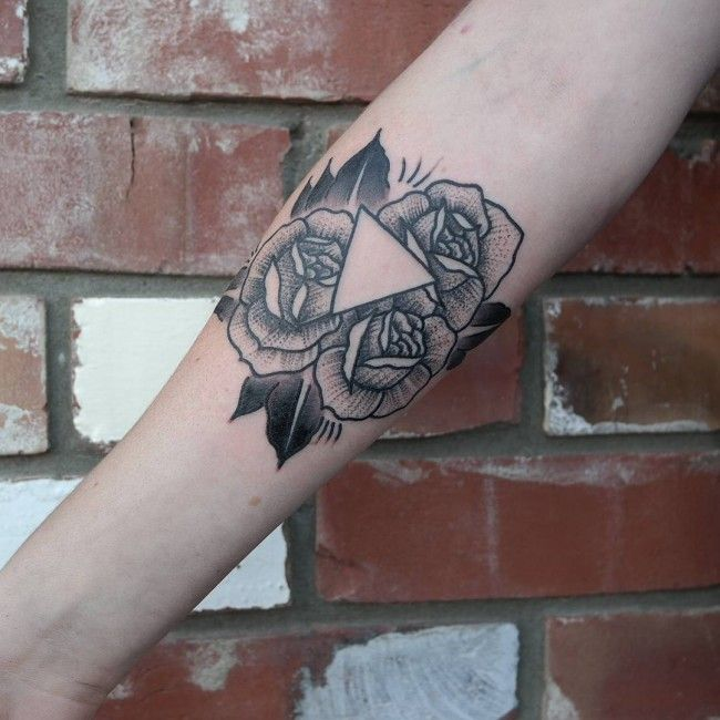 45 Unique Triangle Tattoo Meaning And Designs For Dreamers