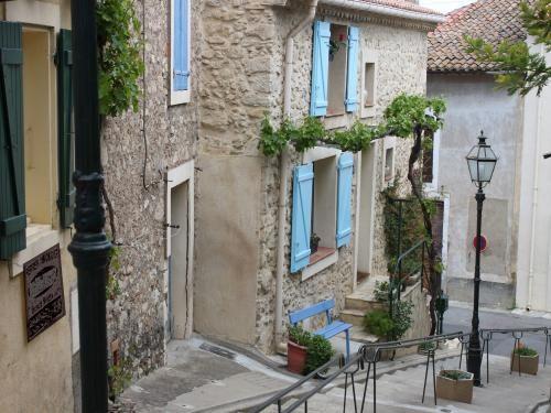 Ouveillan: Village Ouveillan - Descent Fort - France-Voyage.com
