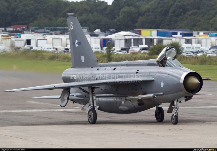 Royal Air Force English Electric Lightning F.6 - XR728  by sunshine band