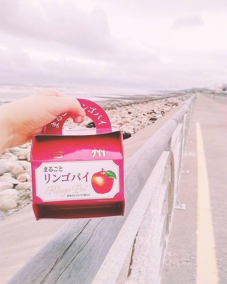 連假ㄦ最最最後一天 好冷但是蘋果pie好好吃天啊 #over #Apple #pie #sea 中華民國生日快樂