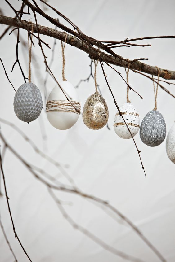 Lite fina ägg som inspiration får snart kommande påsk....      Enkelt stilrent och helt i min smak...        Så fint med glittriga ägg, k...